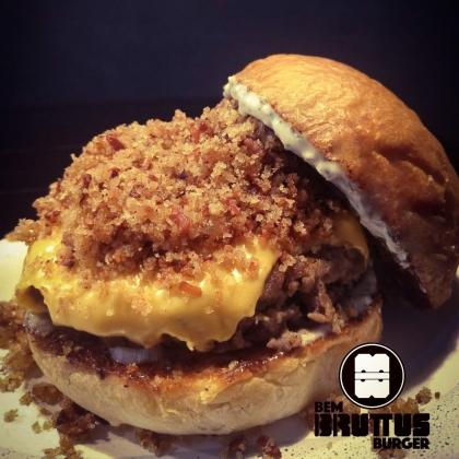 Na compra de um combo Melt Cheddar, GANHE um Cheese Burger