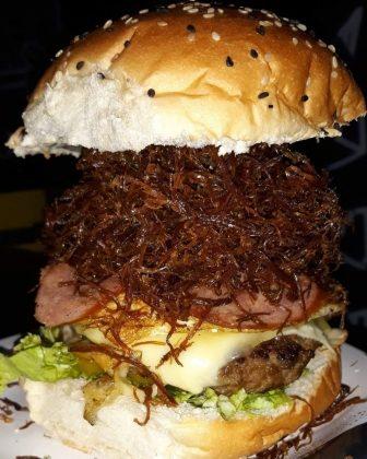 Na compra de um combo BemBruttus Arretado, GANHE um Cheese Burger