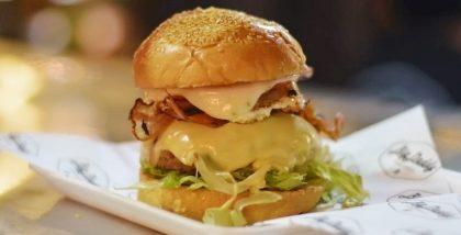 GANHE um Cheese Burger na compra de qualquer combo