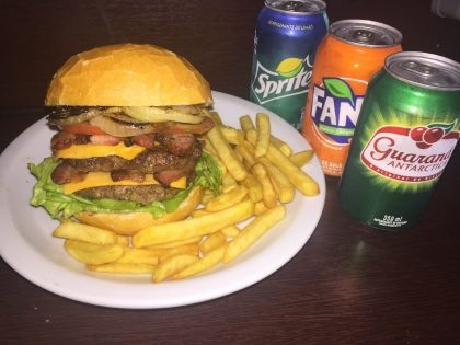 GANHE Burger American Junior na compra do combo Denver Bacon Duplo (Burger + Fritas + Refri)