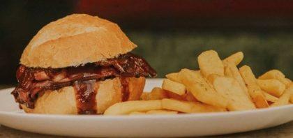 Na compra de um CARRO CHEFE, GANHE um burger KIDS!