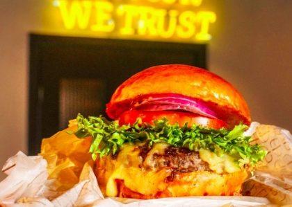 GANHE X-Burger na compra de X-Salada + Batata