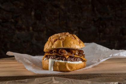 GANHE um Burger Calabrese na compra do Trio Calabrese (Burger + Fritas + Milkshake)