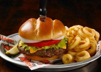 GANHE 1 Burger BYOB na compra de um Burger Philly Texas CheeseSteak