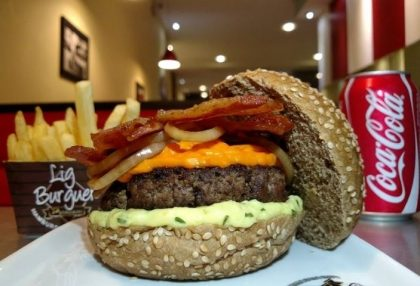 GANHE 1 X-Salada na compra de 1 LB Australian Premium Cheddar Bacon