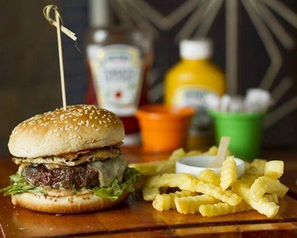 Na compra de um Burger Delirious + Fritas Crinckle, GANHE outro