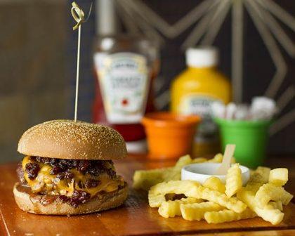 Na compra de um Burger Mad Queen + Fritas Crinckle, GANHE outro
