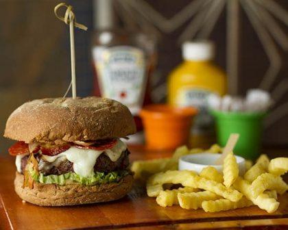 Na compra de um Burger Mad Max + Fritas Crinckle, GANHE outro