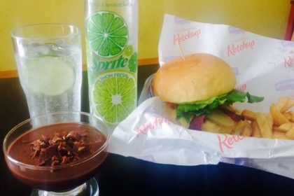 GANHE 1 Burger FatBoy ou Vegetariano na compra do combo FatBoy All in one