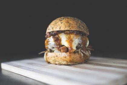 GANHE um Burger Fat Cheese na compra do combo Fat Rib + Fritas + Refrigerante