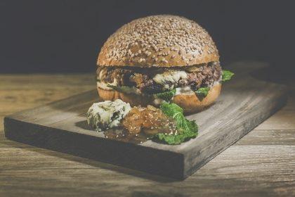 GANHE um Burger Fat Cheese na compra do combo Fat Premium + Fritas + Refrigerante