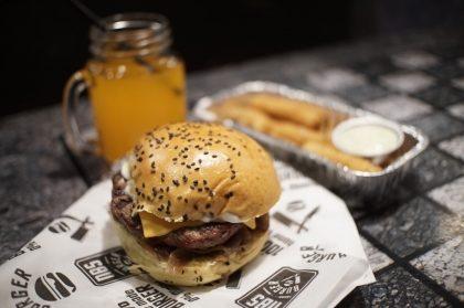 Na compra de qualquer combo na NBS Burger, GANHE um NBS Cheese