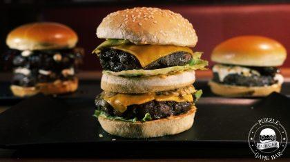 Na compra de um combo Burger* + Fritas + Refri, GANHE outro burger