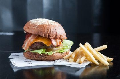GANHE um Cheese Bacon na compra de um combo Cheese Bacon + Fritas M + Refri