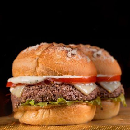 Na compra de um Classic Burger GANHE outro de graça