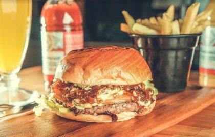GANHE 1 Burger com Batata + Bebida na compra de outro combo igual