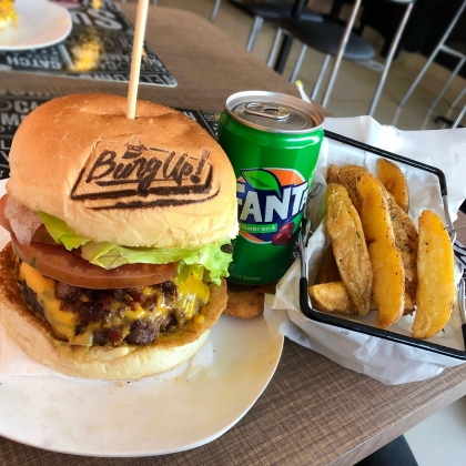 Combo: Burger Bacon Jelly + Batata Rústica + Fanta Guaraná por R$ 27,30!