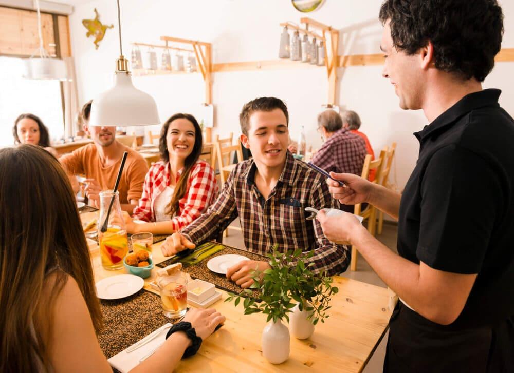 4 dicas infalíveis que vão te ajudar a gastar menos nos restaurantes