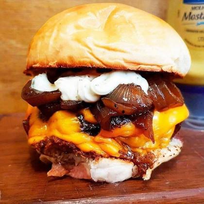Combo: Qualquer Burger Máfia + Meia Fritas + Fanta Guaraná por R$ 35,90!