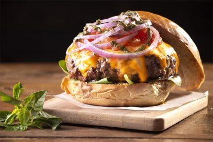 Combo Crush: Hambúrguer + Chips + Fanta Guaraná por R$ 25,20!