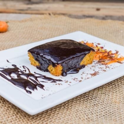 Bolo de Cenoura com Calda de Chocolate por apenas R$ 7,12!