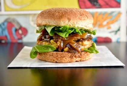 Burger Pink Floyd + Batatas + Refri por apenas R$31,99!