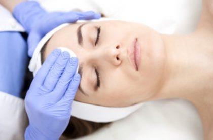 1 Sessão Limpeza de Pele + Hidratação Facial + Vapor de Ozônio por R$39,90!