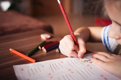 Cupom de 10% OFF em kits escolares no site da Sestini