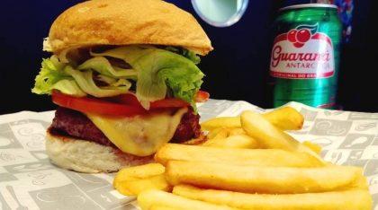 Burger Super Homem + Batata Palito + Refrigerante por apenas R$ 29,90!