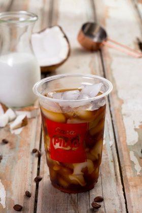 Café Tropical: Café gelado com leite de coco e leite condensado Zero Lactose com 20% de desconto!