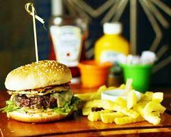 Burger Insane + Batata + Refrigerante + Brownie com sorvete por apenas R$ 24,00!