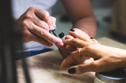 Cupom de R$5 em manicure OU pedicure no Singu