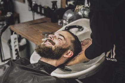 Cabelo e barba com 25% de desconto!