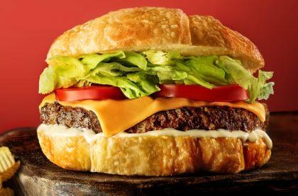 Croaburger Clássico + Croasonho Chocolate + Refri por apenas R$ 19,90!