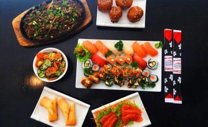 Flying Sushi For 2: Salada + Entradas + Combinado Sushi e Sashimi + Sobremesa por R$79,90!