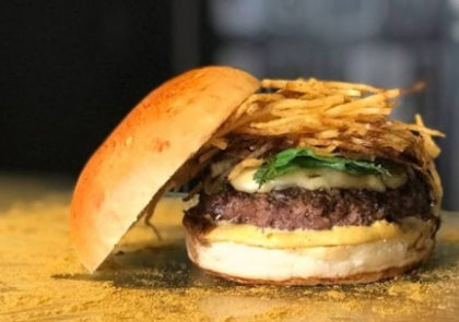 Combo R$ 30: Burger Botero Curry + Batata + Refrigerante