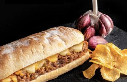 Carne Louca + Chips da casa + Refri + Sobremesa por apenas R$ 28,00!