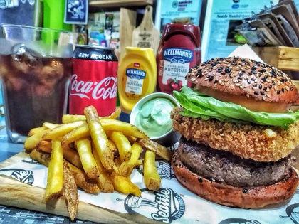 Combo R$ 30: Hambúrguer + Fritas + Refrigerante!