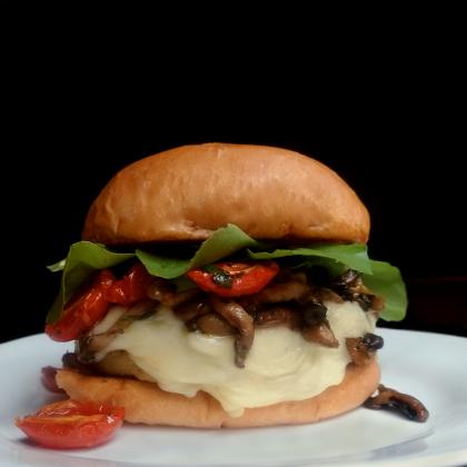 Combo R$ 36,90: Veggie Me Now + Batata Chips + Cerveja Madalena Long Neck! [+18]