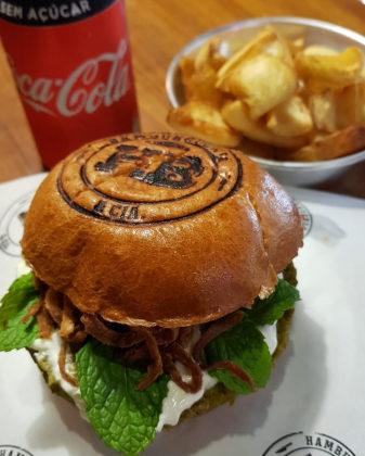Combo R$36,90: Burger Veggie + Batata Frita + Cerveja Madalena Long Neck! [+18]