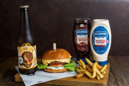 Combo R$ 36,90: X-Falaf + Batata Frita + Cerveja Madalena Long Neck! [+18]