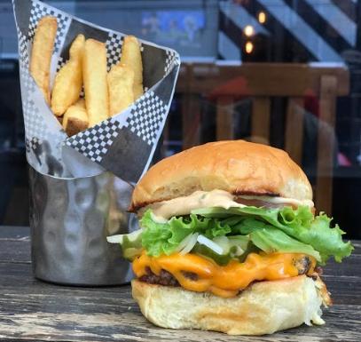 Combo R$30: Classic Smash Burger + Batata Frita + Refrigerante!