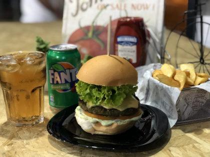 Combo R$ 30: Mega Veget + Batata Canoa + Refrigerante!