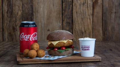 Combo R$ 25: Burger Veggie + Porção de Bolinhas de Grão de Bico + Refrigerante!