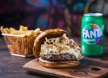 Combo R$ 30: Burger + Batata Crinkle + Refrigerante