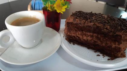 Fatia de Bolo + Café por apenas R$ 9,90!