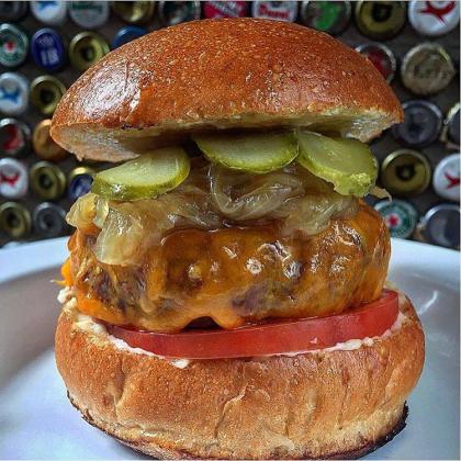 Dane's Burger + Fritas + Refrigerante por apenas R$ 39,90!