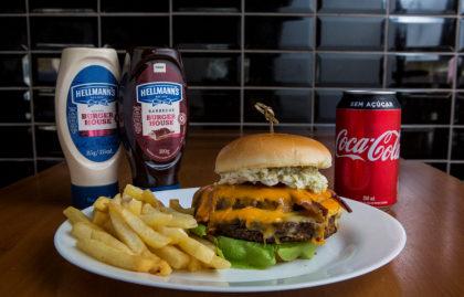 Combo R$ 30: Hambúrguer + Batata Palito + Refrigerante!