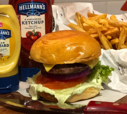 Combo R$ 25: Burger Blend + Fritas + Refrigerante!