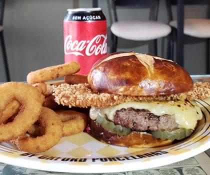 Combo R$30: Pork Crok Burger + Onion Rings + Refrigerante!